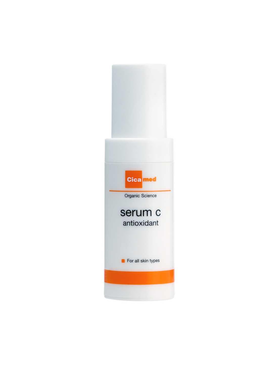 """""""Serum C"""", Cicamed Behöver din hy en boost? Spana då in detta serum! Doftar gott av citrusfrukter samtidigt som det pirrar lite lätt i huden när den sjunker in. Med både hyaluron, C-vitamin och aloe vera bland ingredienserna så kan du vara säker på att du får fukt och Prisvärd då ett pumptryck räcker för hela ansiktet och halsen!"""
