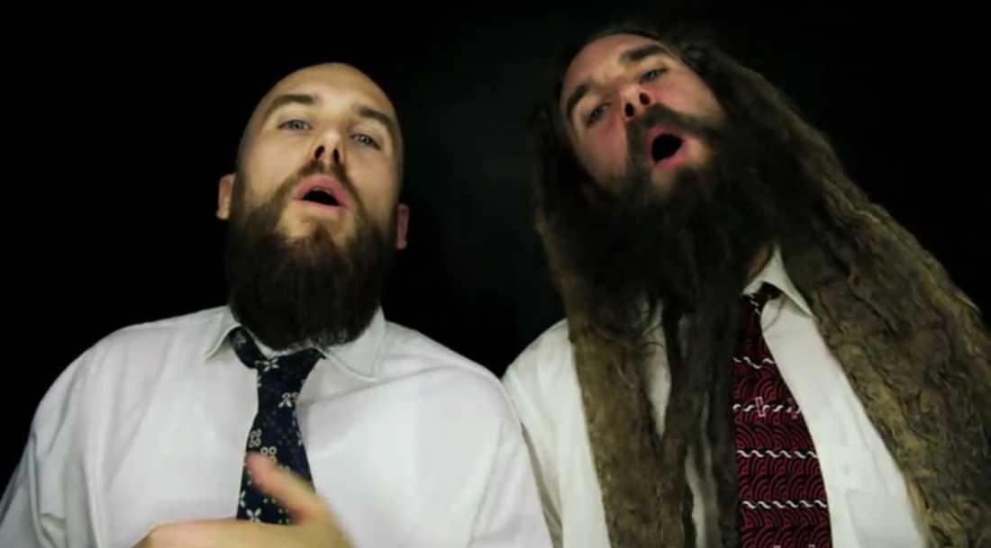 """Uppträdande med Looptroop Rockers varvas med klipp av Hitler, nazistiska marscher och Jimmie Åkessons handslag med Kristian Luuk i nya videon till låten """"On repeat""""."""