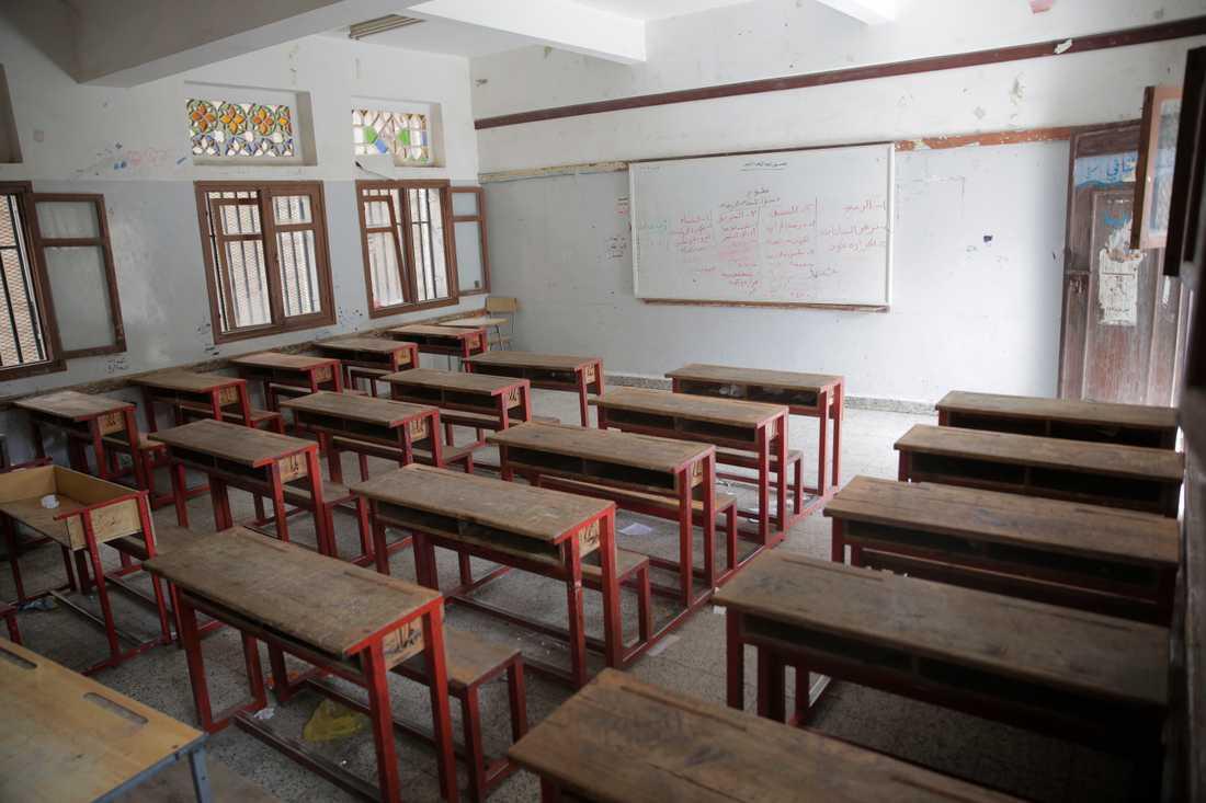 Ett tomt klassrum i Sanaa, sedan skolorna som en preventiv åtgärd stängt för att förhindra spridningen av det nya coronaviruset. Bilden är från den 15 mars.