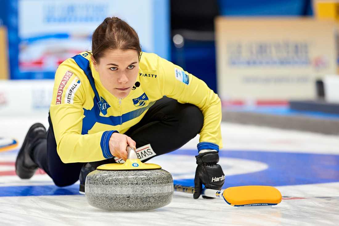Anna Hasselborg ledde sitt lag till seger i EM-premiären mot Danmark.