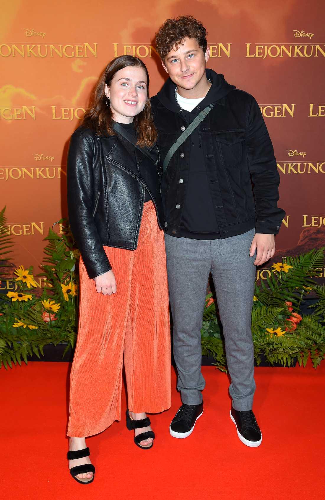 """Amy Deasismont och Charlie Gustafsson kom för att se nya """"Lejonkungen"""""""