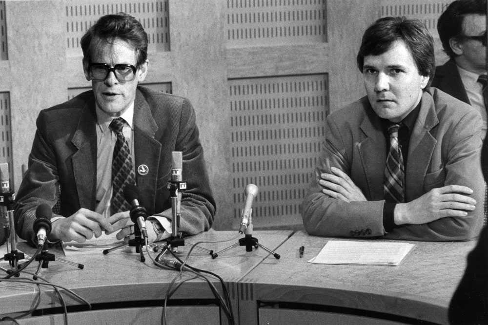 Bo Holmberg, till höger, tillsammans med ministerkollegan Ingvar Carlsson i april 1983.