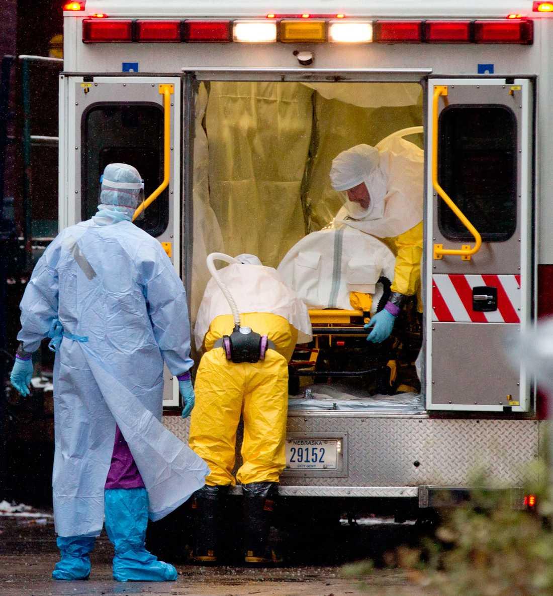 Doktor Martin Salia i ambulans vid Nebraska Medical Center i Omaha, Nebraska i lördags den 15 november.