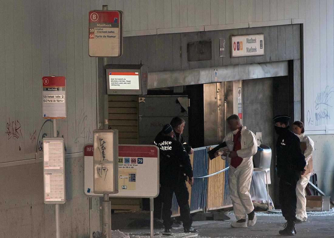 Polis vid Maalbeek tunnelbanestation i Bryssel efter attcaken.