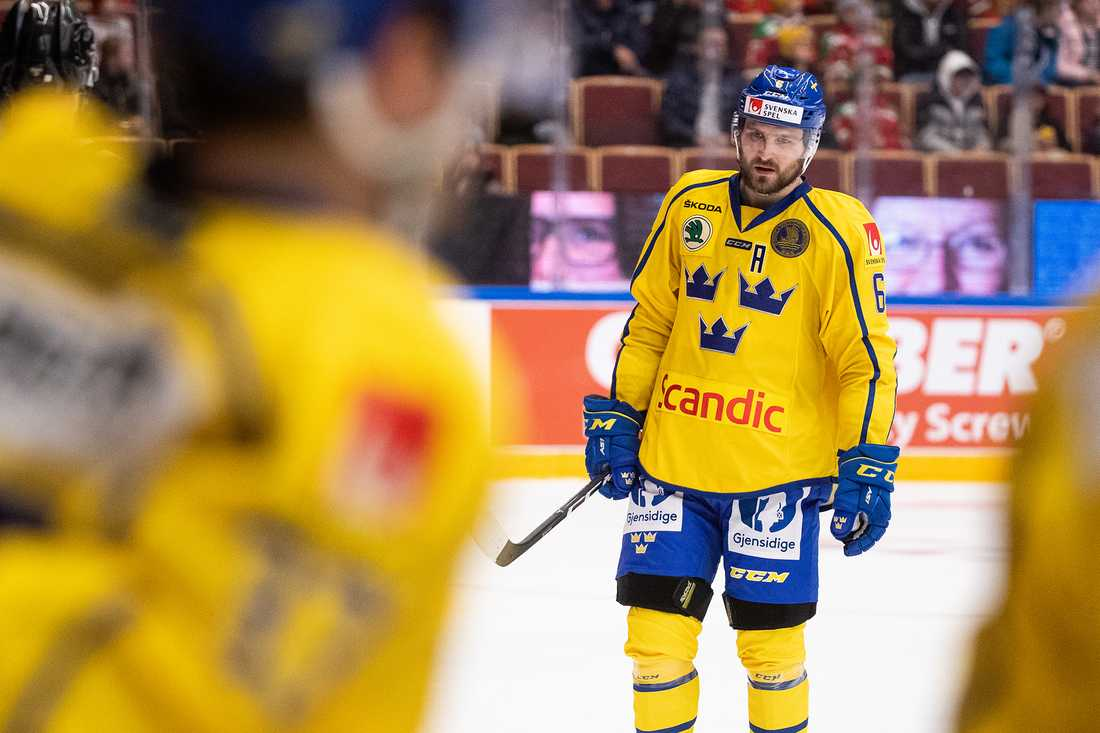 Tre Kronor-stjärnan Mikael Wikstrand deläger Naheed.