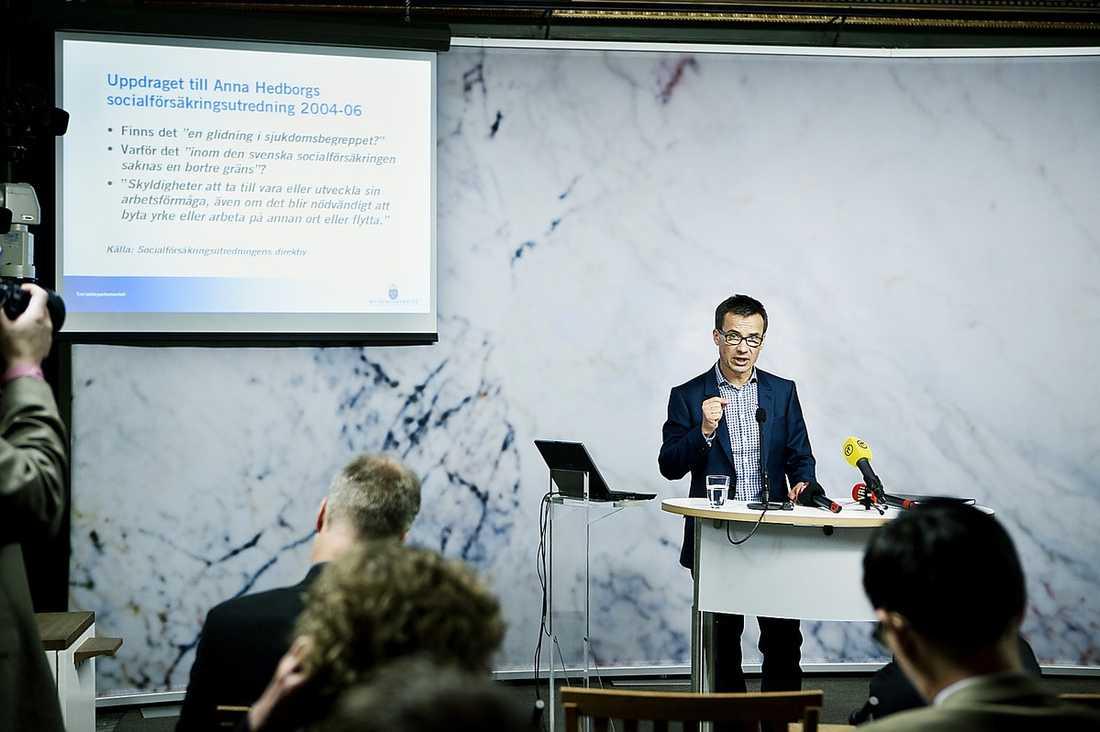 """""""Det viktigaste är att stoppa utförsäkringarna. Tyvärr har vi inte fått majoritet för detta då både allianspartierna och Sverigedemokraterna vill fortsätta med fasta tidsgränser"""". Här ansvarige ministern Ulf Kristersson (M)."""