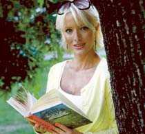 Väljer en gammal favorit. Under semestern får många tid att läsa alla de böcker de under vintern tvingats lägga på hög. Marie Plosjö läser om klassikern Grottbjörnens folk i sommar. ?