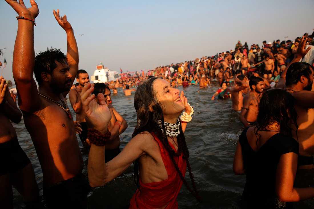 Den religiösa högtiden kumbh mela, då miljontals pilgrimer badar i främst den heliga floden Ganges, pågår i den indiska delstaten Uttar Pradesh.
