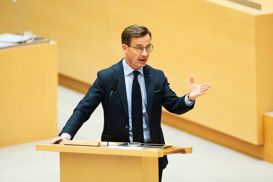 Idag får Ulf Kristersson en chans att tala till sina partikamrater i regionerna - vaccineringen måste göras enligt rekommendationerna.