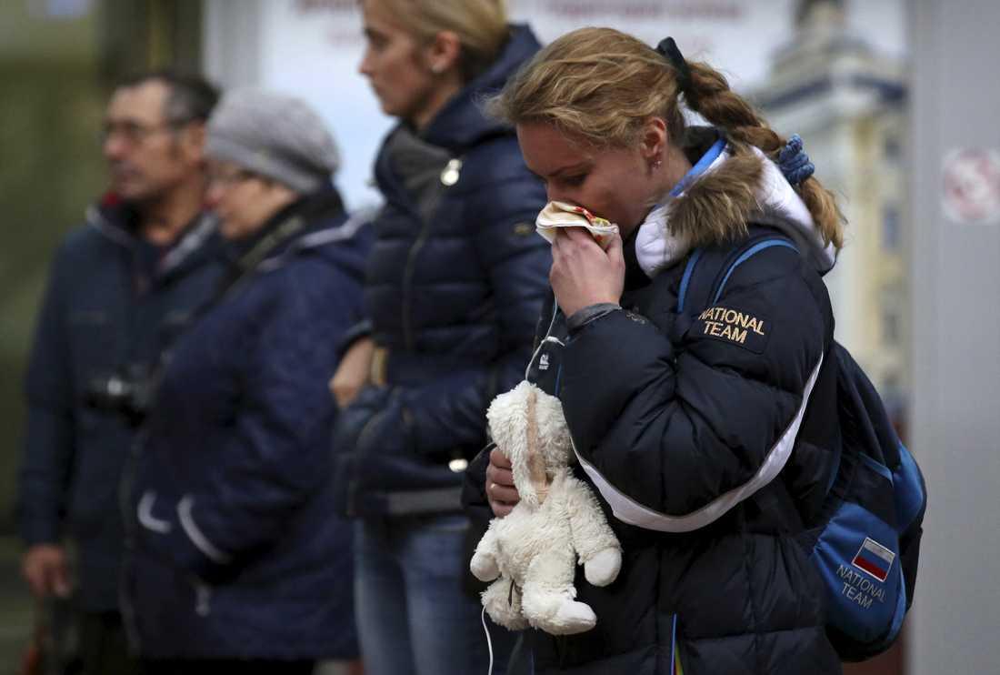 Sorg vid ankomsterminalen vid flygplatsen i St Petersburg.