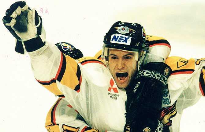 I Luleåtröjan. Mikael Renberg spelade a-lagshockey med Piteå i två säsonger innan han värvades till Luleå (bilden) 1990.