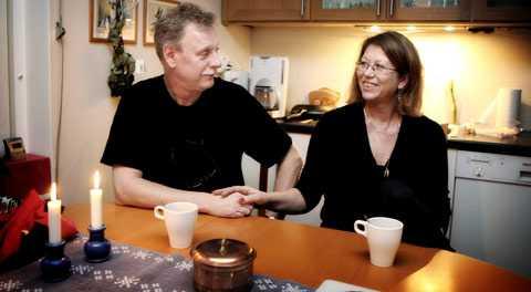"""Leif är den lugne. Och Lovisa sätter fart på vardagen """"så det blir lite intressant att leva"""" säger hon. – De här 35 åren bara försvann och vi är tillbaka där vi slutade. Vi kompletterar varandra, säger Lovisa."""