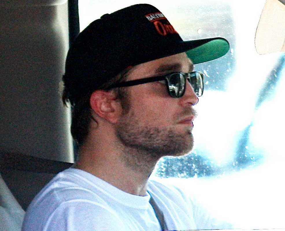 Robert Pattinson, 26, uppges vara förkrossad efter nyheten om att flickvännen Kristen Stewart bedragit honom.