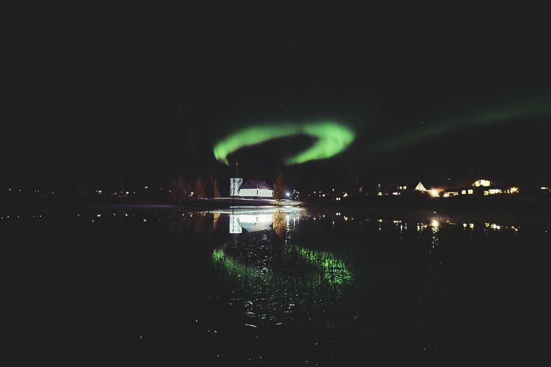 Norrsken i Vuollerim i Norrbotten, fotograferad av Lars Lindgren.