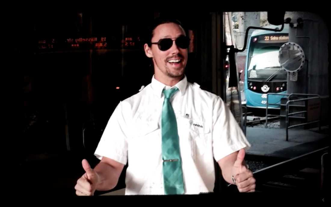 Robban arbetar som spårvagnsförare