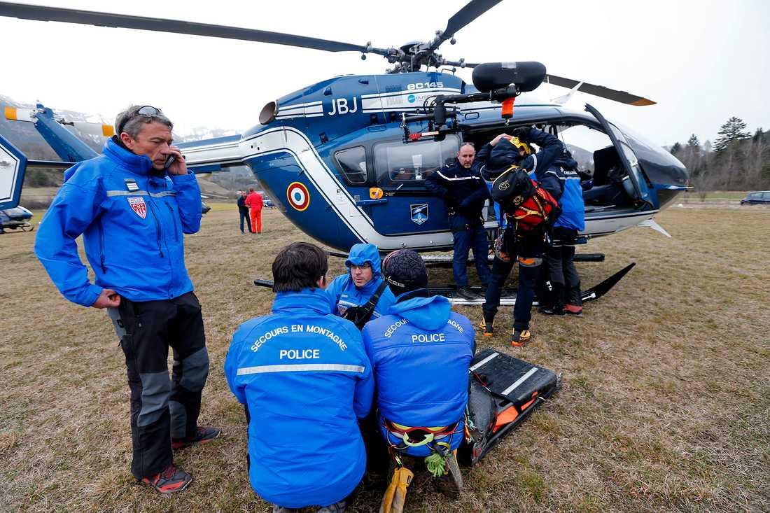 Räddningspersonal på plats vid Seyne-les-Alpes, Franska alperna.