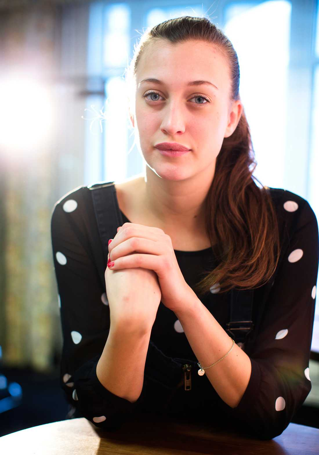 """""""Hoppas det går bra"""" Julia Ragnarsson har goda chanser för ett genombrott med """"Stockholms stories""""- """"Det är möjligt, jag hoppas...att det går bra"""", säger hon."""