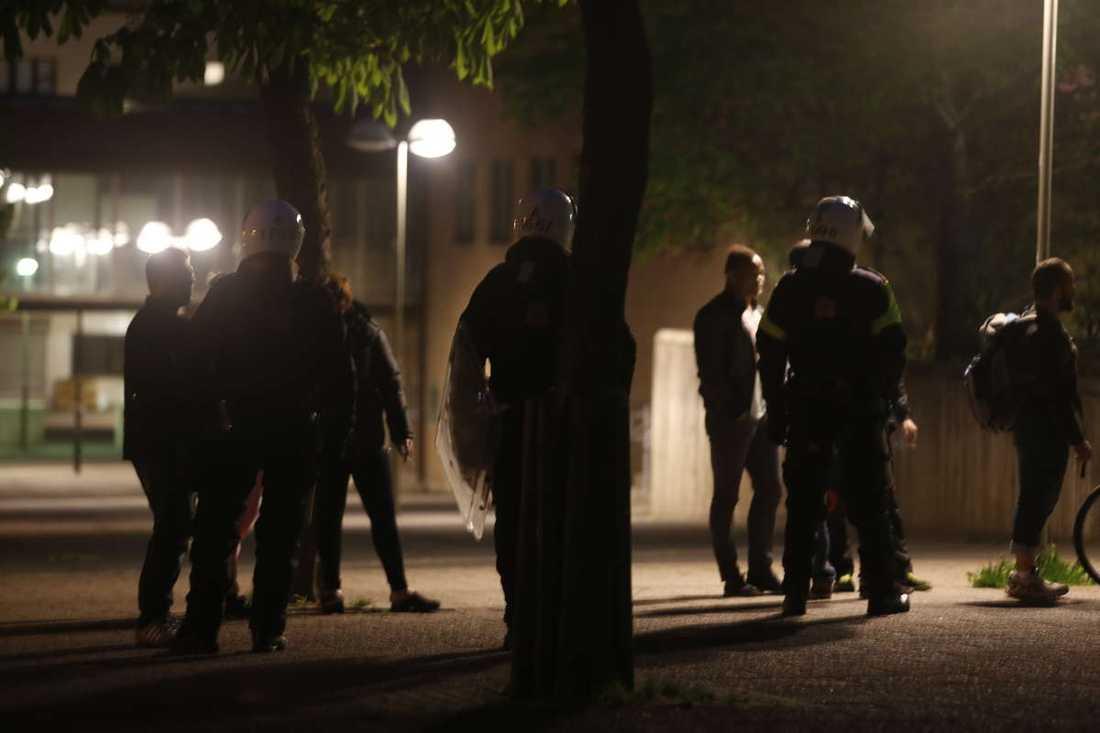 Poliser i Husby natten till torsdagen