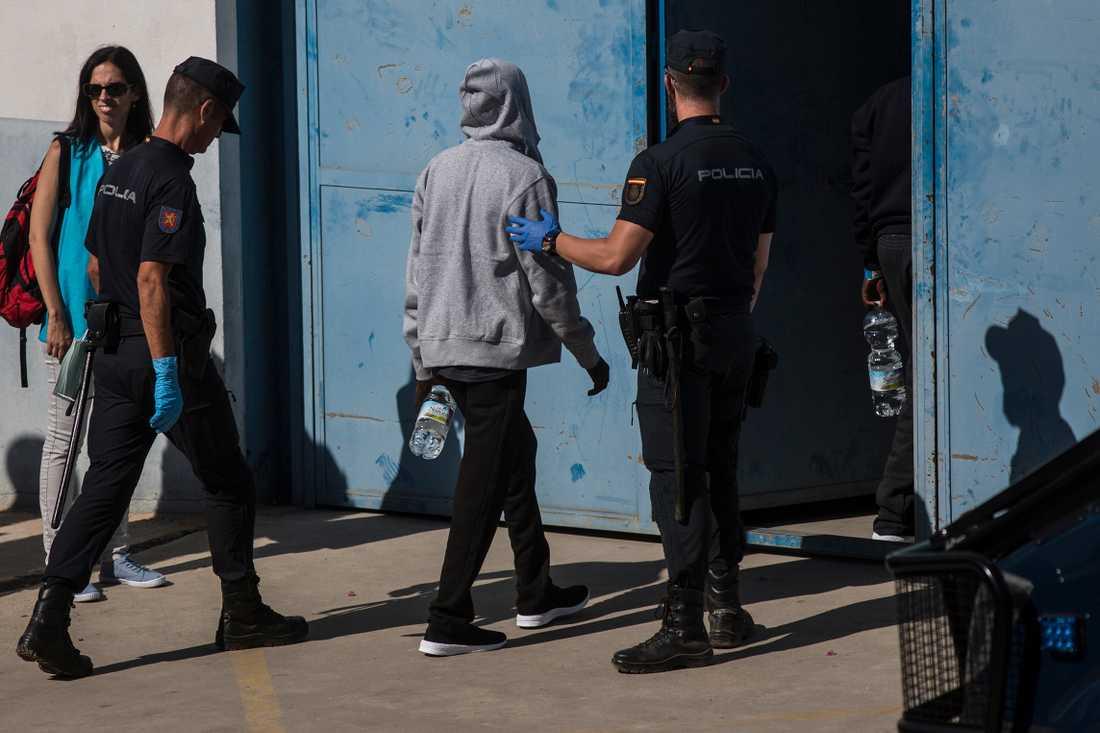 Migranter i ett mottagningscenter nära Algeciras i Spanien. Arkivbild.