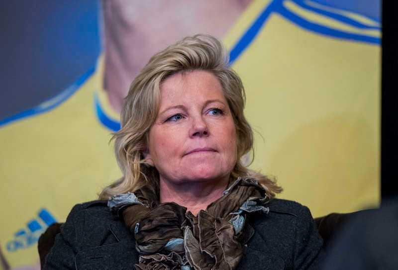 """""""Man blir gråtfärdig""""  Landslagschefen Marika Domanski Lyfors uttrycker sorg över kränkningarna. Samtidigt utlovar Mikael Santoft på förbundet krafttag."""