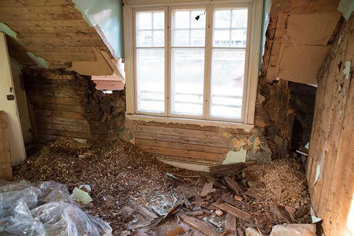 Weras rum före renoveringen var svårt att tänka sig som ett ombonat barnrum.