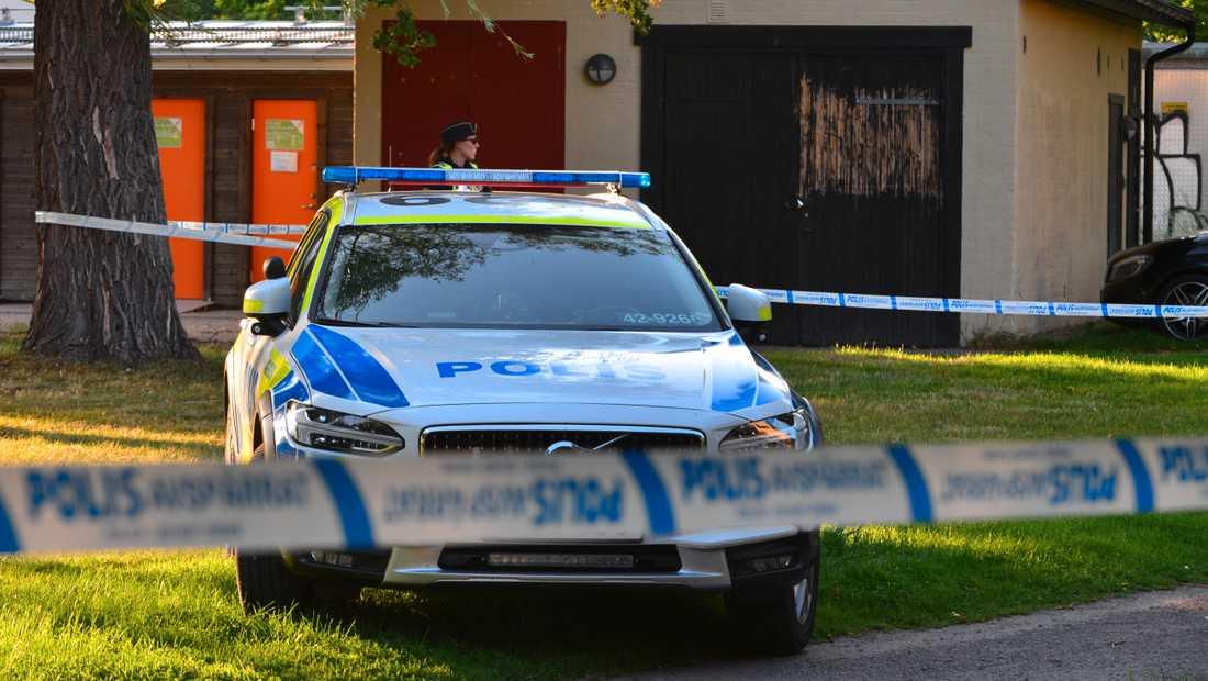 Ett stort pådrag sökte efter gärningsmännen i Norrköping.