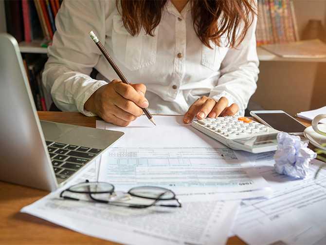 Hur mycket kan jag tjäna utan att betala skatt, undrar en av Aftonbladets läsare. Sparekonomen Christina Sahlberg från Compricer svarar