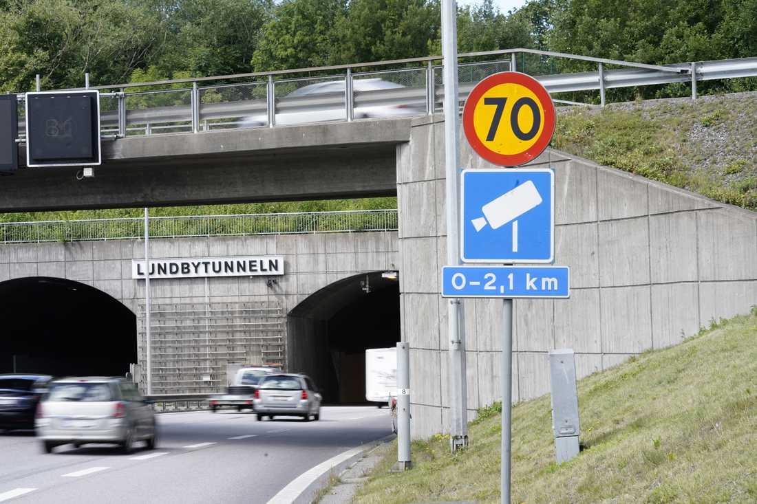 Lundbytunneln med fartkamera, Eriksbergsmotet. 4239 fortkörare har fastnat på bild mellan Eriksbergs- och Bräckemotet på vägsträckan i Göteborg, flest i Sverige. Arkivbild