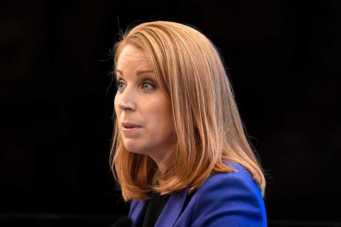 """S-ledaren uppger i en intervju med Dagens Nyheter att han är beredd att fortsätta prata med Annie Lööf och att han """"delar Centerpartiets uppfattning""""."""