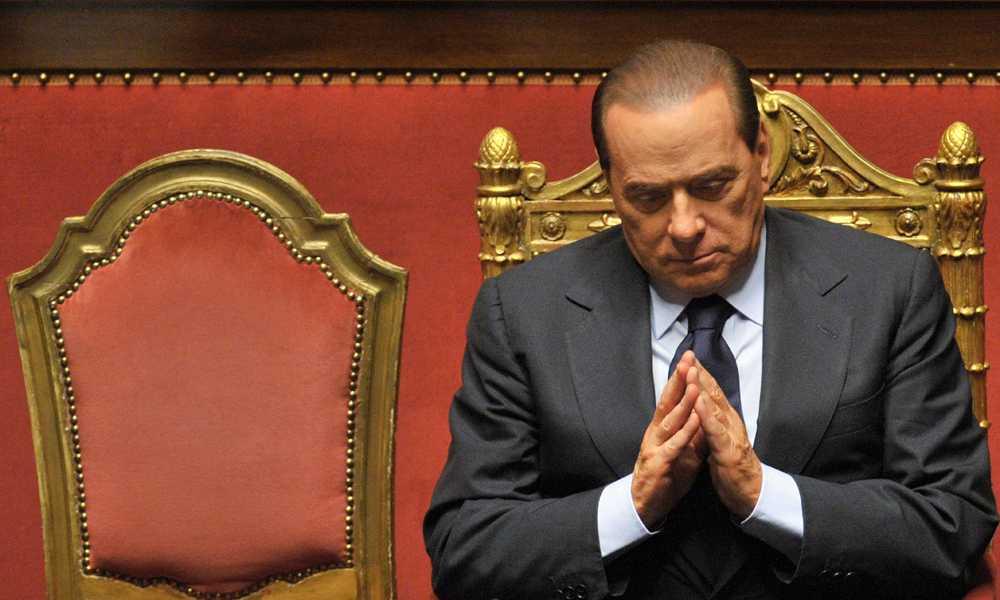 Ber till gudarna? Silvio Berlusconi har lyckats klamra sig kvar vid makten, skandalerna till trots. Frågan är om han kommer fortsätta klara konststycket, när flera rättegångar stundar.