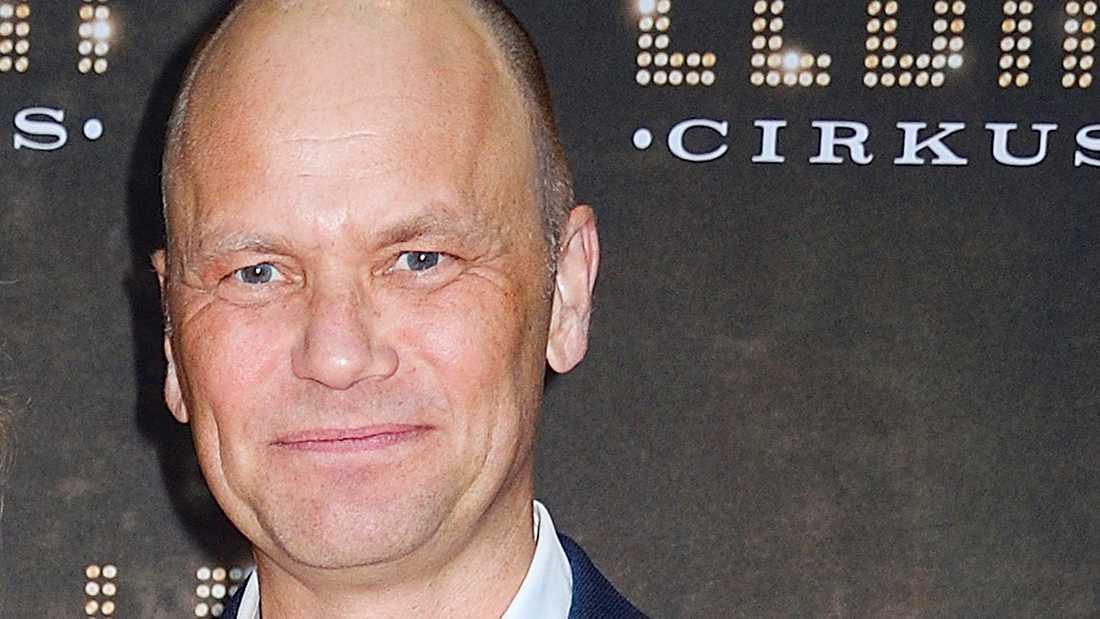 ... och nu kräver hans advokat Michael Fischbein ett möte med TV4:s vd Casten Almqvist.