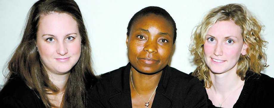 HAR SAMLAT IN 170 000 KR Petra Andrée, Leonie Dapi Nzefa och Helena Kolberg har kämpat i över ett år för att Tatiana från Kamerun ska få vård i Sverige.
