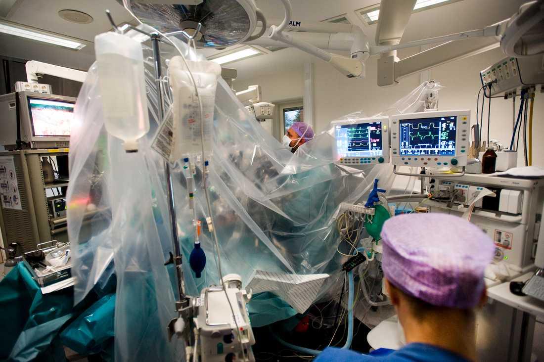 Antalet utförda operationer har minskat dramatiskt sedan coronapandemin startade. Arkivbild.