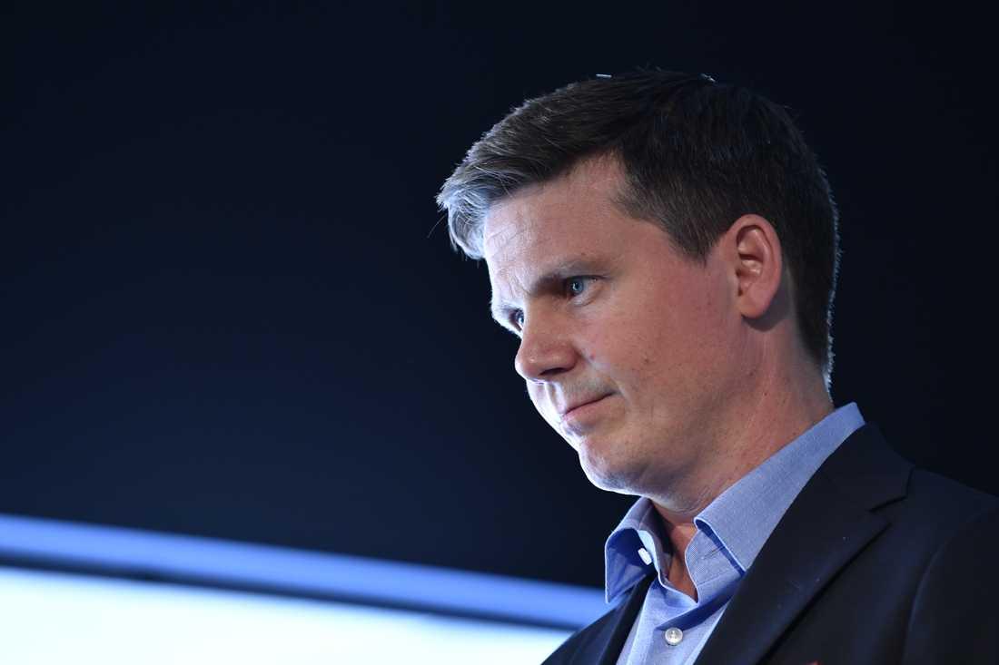 Uppsala län väljer Erik Ullenhag som sin kandidat till partiledarposten.