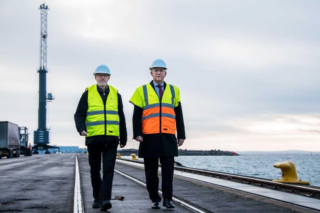 Anders Karlsson, styrelseordförande i Karlshamns hamn, (S) och Mats Olsson, vd Karlshamns hamn.