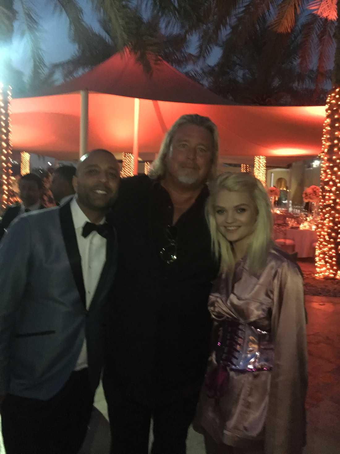 Bröllopsfesten höll igång in på småtimmarna. Arash Labaf med Warner Musics svenska vd Jonas Siljemark och polska stjärnan Margaret.