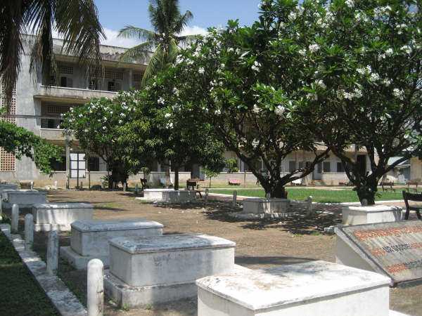 Pol Pots säkerhetsfängelse 21 är paradoxalt en fridfull plats.