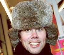 Tommy Myllymäki, 28, Stockholm – Den är second hand. Det är äkta päls. Det sägs att det kan vara bäver, men jag vet inte om det stämmer. Jag köpte den förra året.