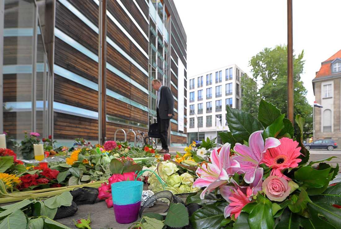 TYSKLAND Blommor har lagts ner blommor utanför ambassaden i Berlin.