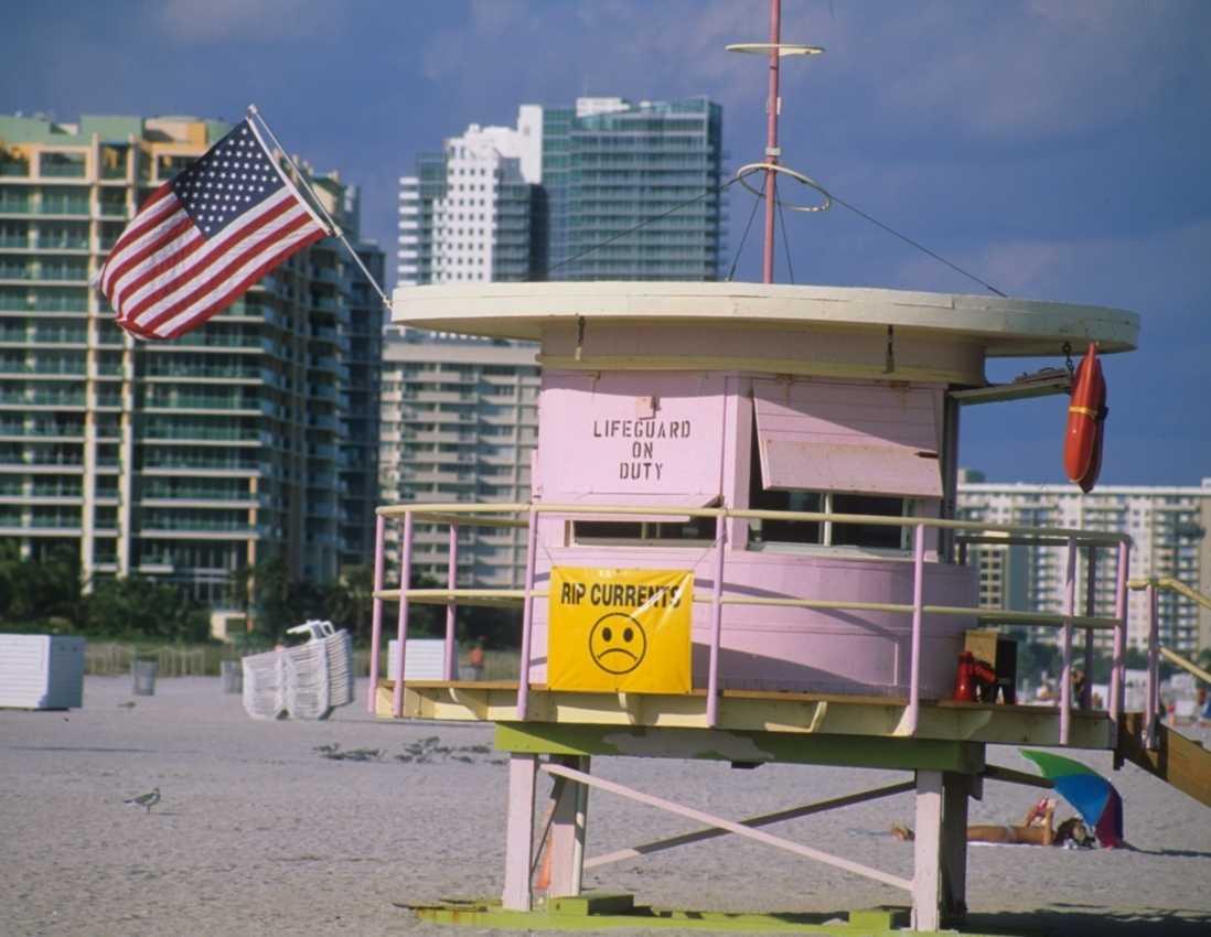 Hela Miami badar i art deco-arkitektur, till och med badvaktstornen.
