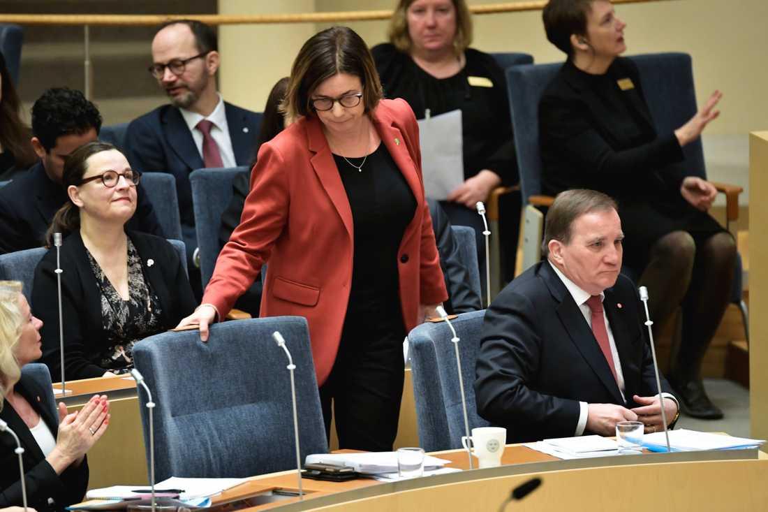 """""""Vi kan inte släppa fram den politiken, så enkelt är det"""", säger MP-språkröret Isabella Lövin till TT."""