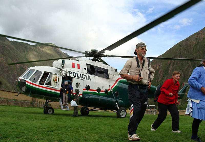 Utländska turister evakuerades från Machu Picchu med helikopter till Cusco.