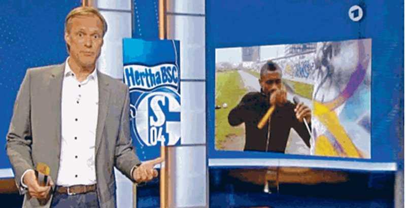 Inslaget i tysk tv där Kalou går loss på muren.