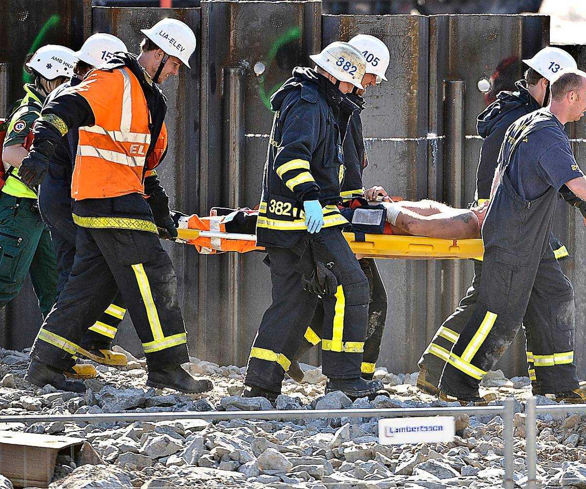 Livsfarliga byggarbetsplaser är symptom på en ändlös kamp om jobbkontrakten där underleverantörer spelas ut mot varandra och lägst bud vinner.