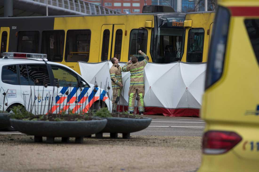 Minst en person har dött och flera skadats i en skjutning i nederländska Utrecht.