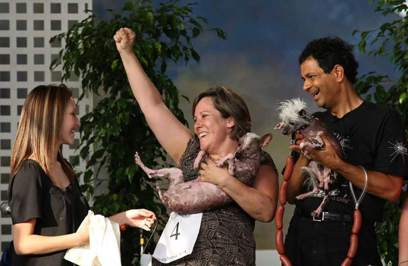 Gus matte Jeanenne Teed jublar efter att den åtråvärda (?) titeln är vunnen.