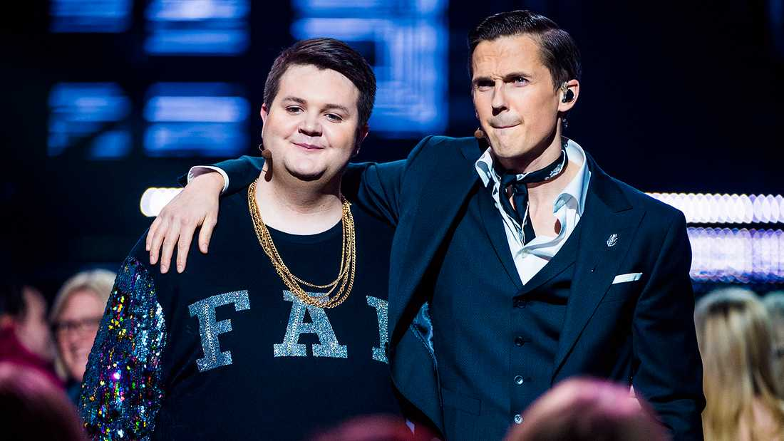 Fab Freddie och David Lindgren, som leder Melodifestivalen 2018.