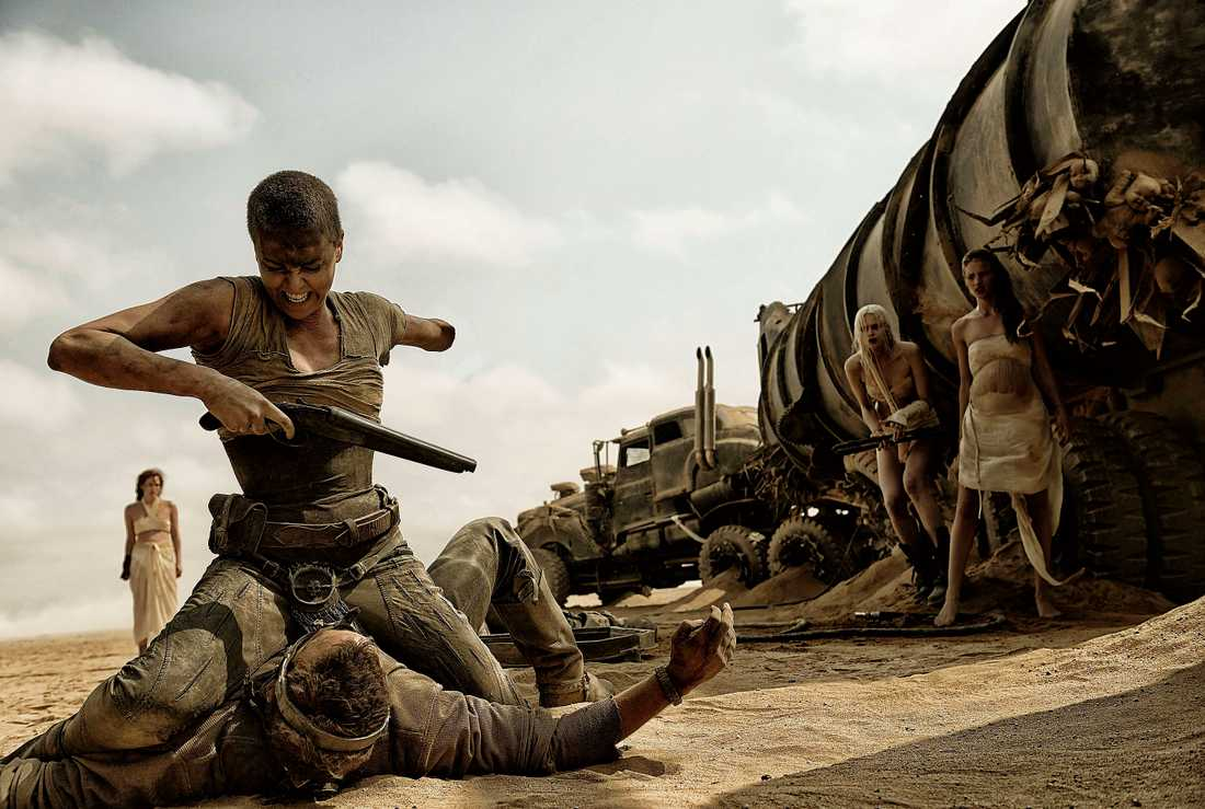 """Charlize Theron spelar den stenhårda krigaren Furiosa i """"Mad Max: Fury Road""""."""