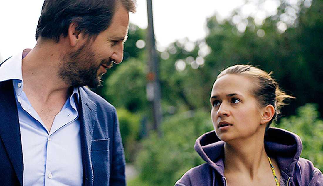 """premiär i dag fredag Henrik Rafaelsen och Bianca Kronlöf i filmen """"Svenskjävel"""" om en ung svensk tjej som får jobb hos en norsk medelklassfamilj."""