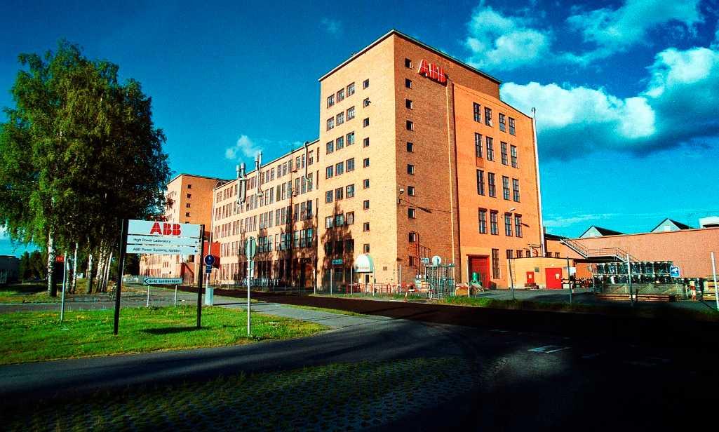 Bärande arbetsplats  Genom effektiviseringar inom industrin har Sverige klarat sig undan att dras ner i den ekonomiska krisen. Här är ABB i Ludvika.